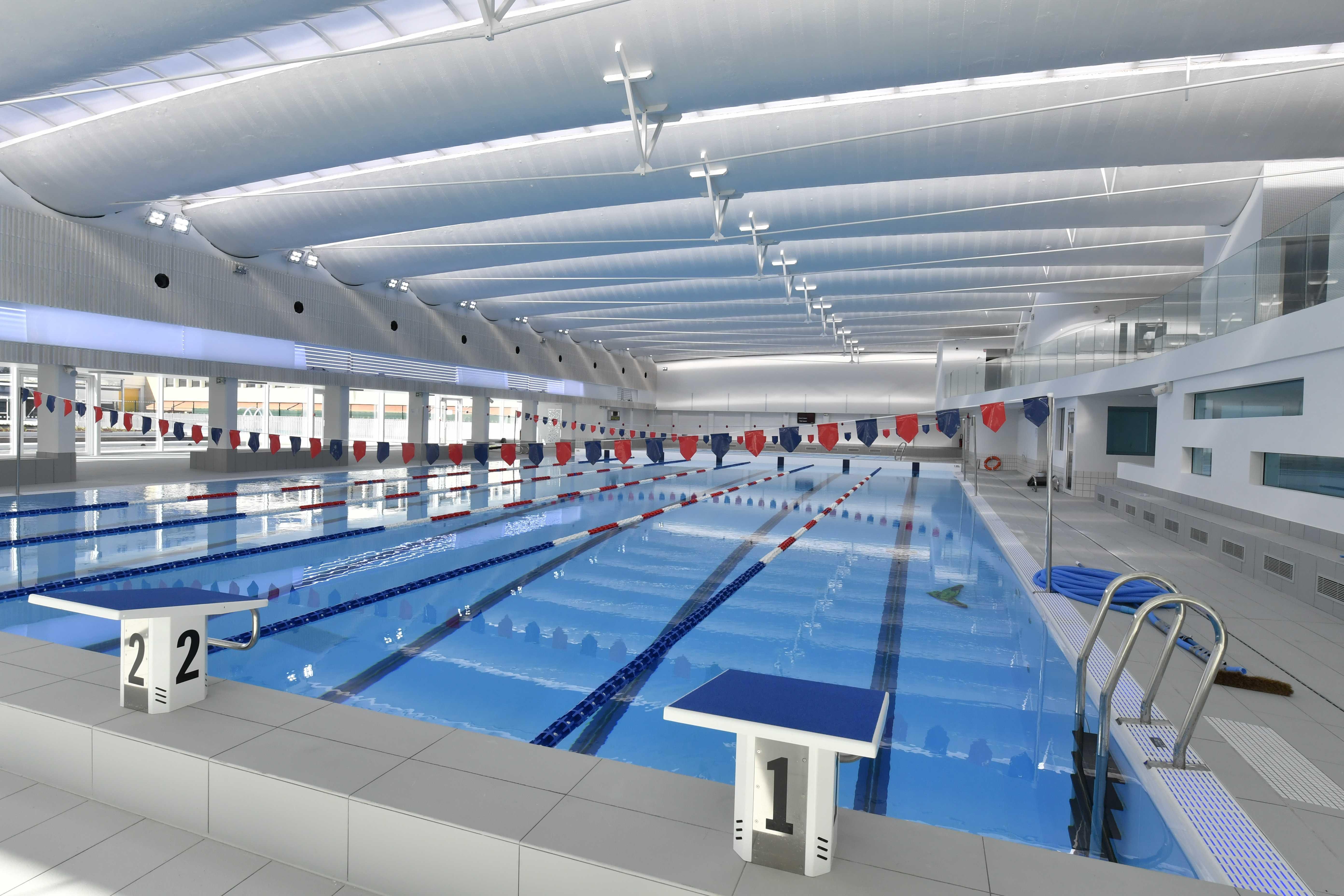 issy les moulineaux inaugure la piscine du futur sport. Black Bedroom Furniture Sets. Home Design Ideas